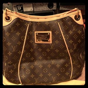 Authentic Louis Vuitton, large hobo. Brand new!!!